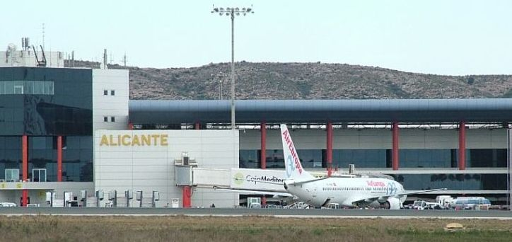 Aeropuerto de Alicante,  Salidas y llegadas